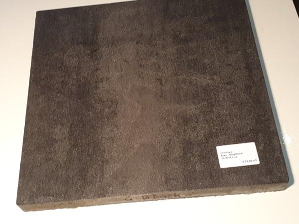 Bestrating Granitons kleur grijs en zwart. Sierbestrating Brabant. Tegels